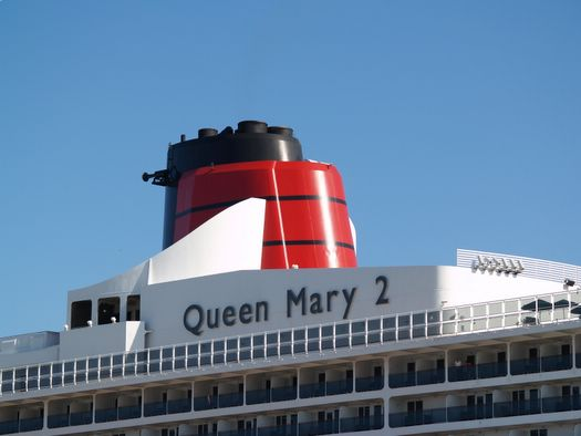 Queen Mary 2 in Hamburg Juli 2006 – Fotogalerie